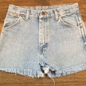 Women's Vintage Wrangler Shorts Size 26!